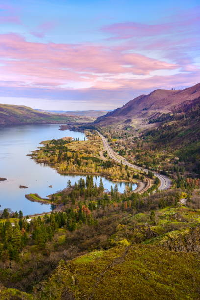 columbia river from rowena crest viewpoint oregon-usa - bend oregon stock pictures, royalty-free photos & images