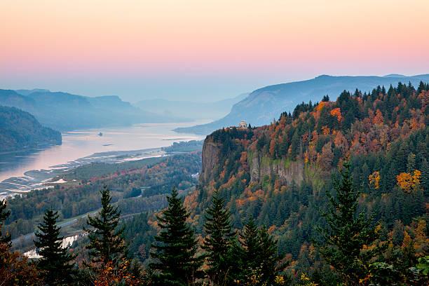 Columbia River Gorge der Dämmerung. – Foto