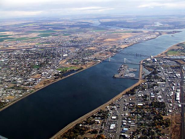 columbia-river-through-the-tricities-picture-id488668237