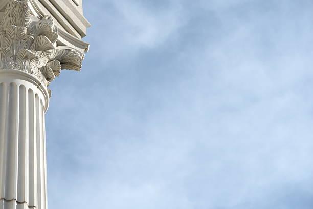 colonne ciel bleu - colonne architecturale photos et images de collection
