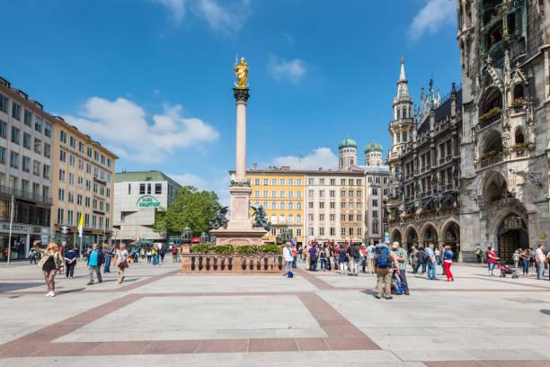 spalte der jungfrau maria auf dem marienplatz in münchen - arbeit in münchen stock-fotos und bilder