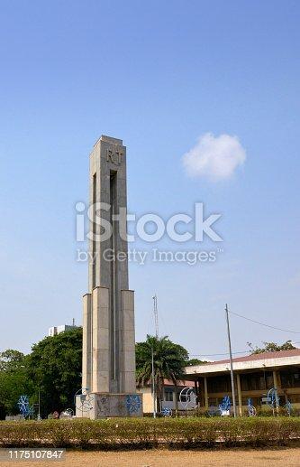 Lomé, Togo: concrete column on Martyrs' Square - Republic of Togo / République Togolaise (RT) - Place des Martyrs