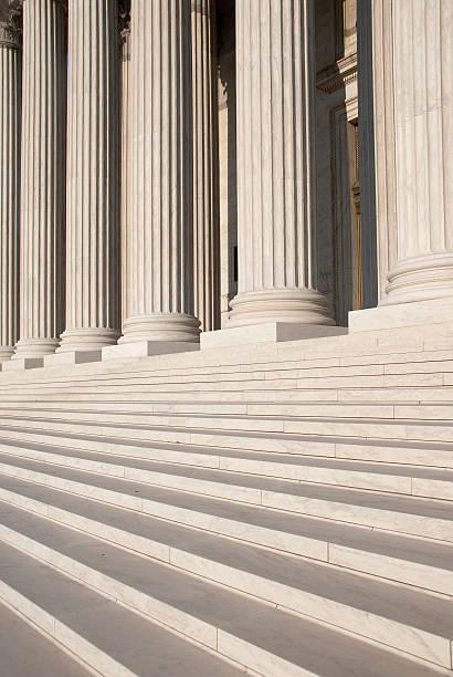 colonnes de l'u.s.  court suprême - colonne architecturale photos et images de collection