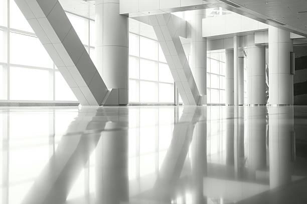 spalten reflexion - bogen architektonisches detail stock-fotos und bilder