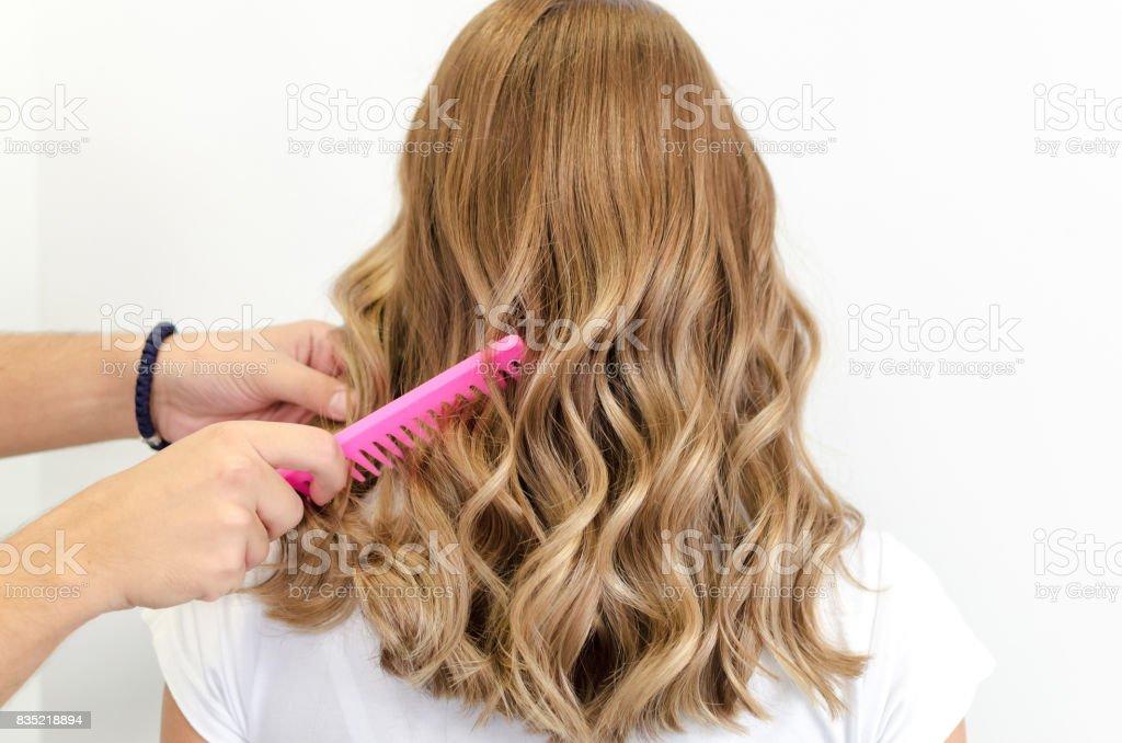 Pentear cabelo voa - foto de acervo
