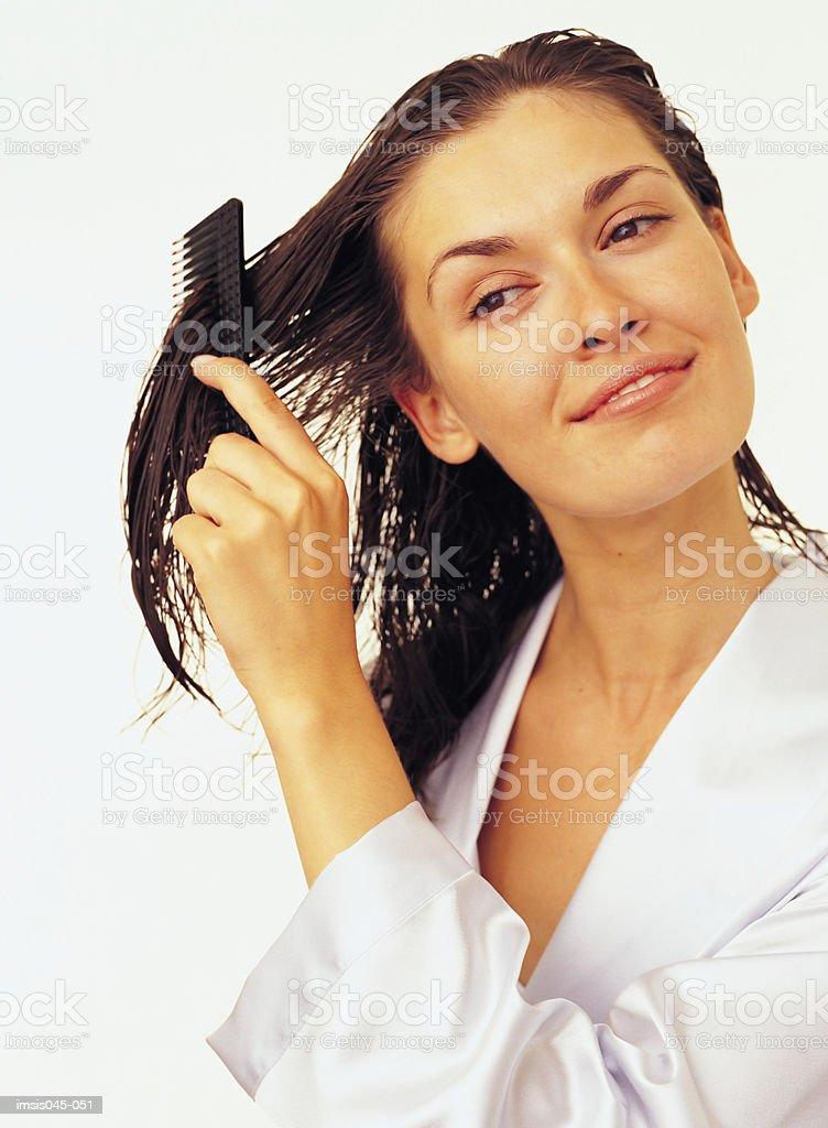 Peinar cabello foto de stock libre de derechos