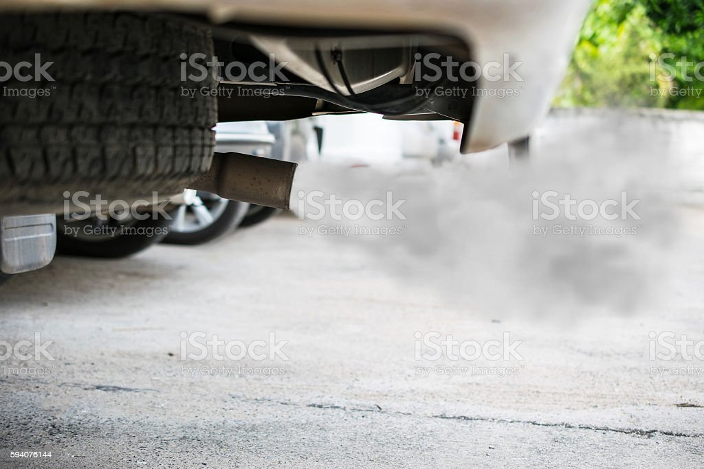 combustion fumes coming out of car exhaust pipe – Foto