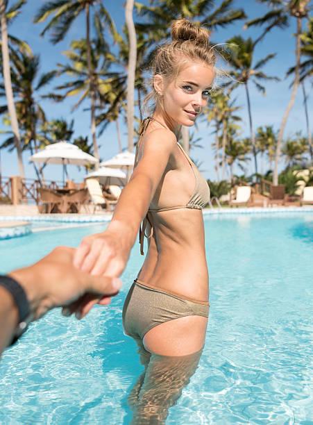 Come with me! Bikini Beauty in the Pool - foto de acervo
