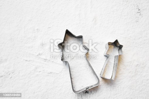 istock comet shape cookie and tin shape 1066549484