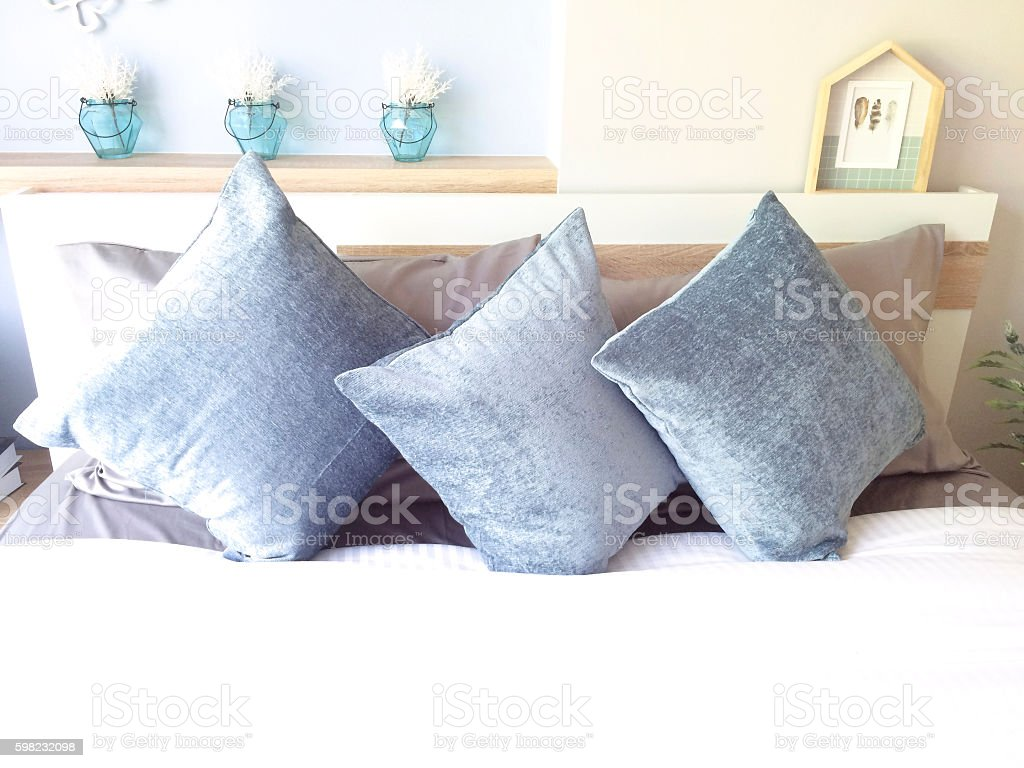 Comfortable blue pillows and bed foto royalty-free