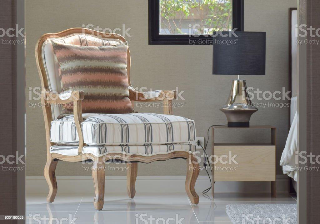 Komfortablen Klassischen Stil Lounge Stuhl Neben Dem Nachttisch