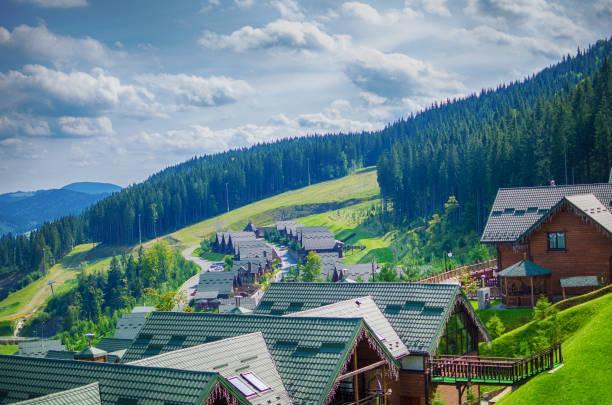 カルパティア山脈で快適な家 - クラスノダール市 ストックフォトと画像