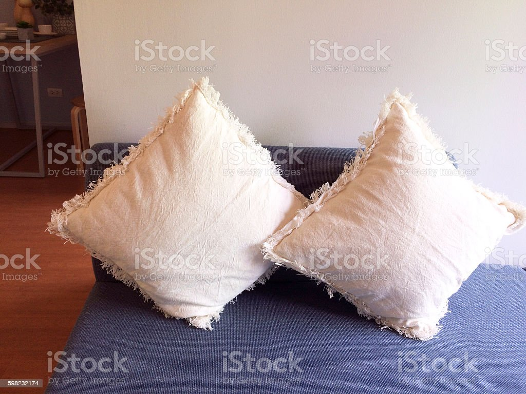 Comfortable white pillows and bed foto royalty-free