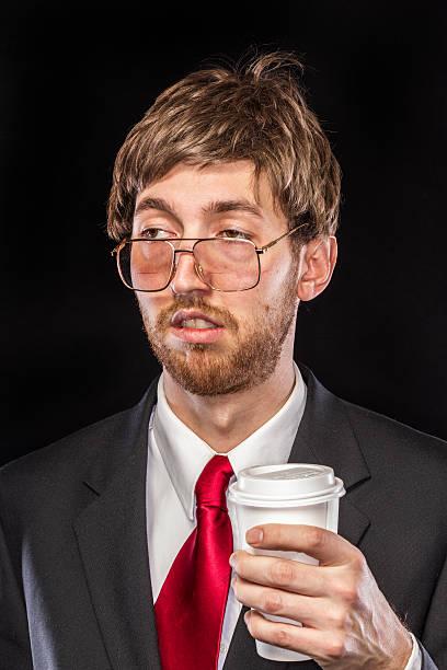 Komisch naiv Geschäftsmann auf schwarzem Hintergrund, verschlafene – Foto