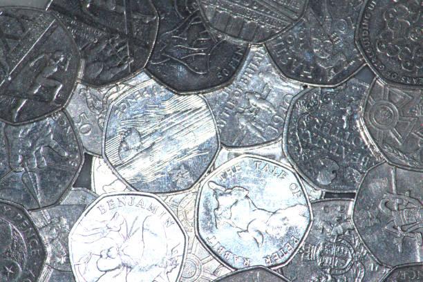 Moedas comemorativas, reversa, UK 50 pence. - foto de acervo