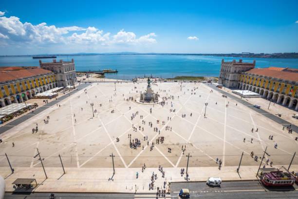 commerce square in lisbon - people lisbon imagens e fotografias de stock