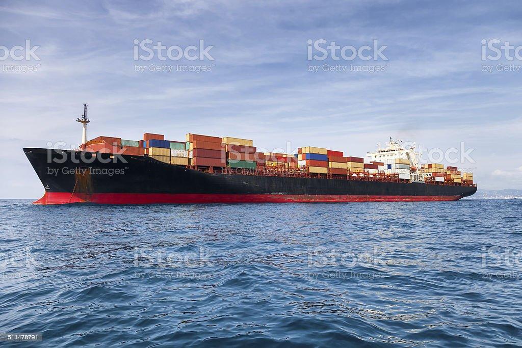 Kommerzielle cargo Schiff mit Containern – Foto