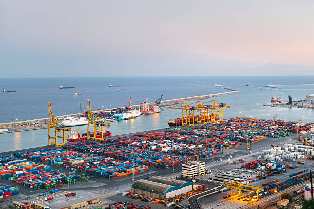Commercial Dock With Containers And Cranes - foto de stock