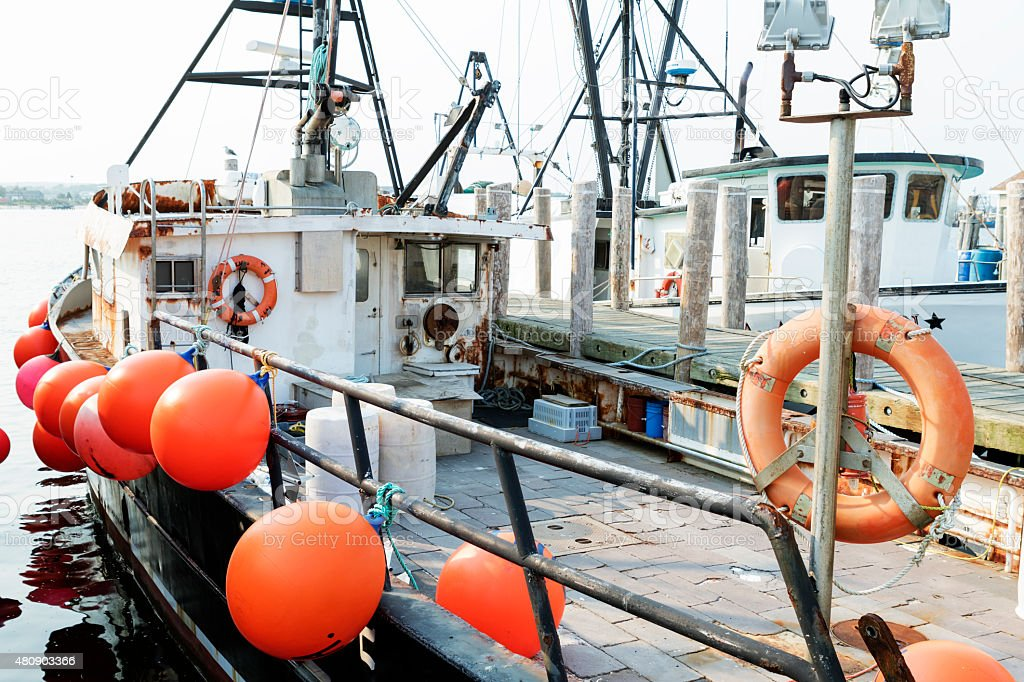 Equipamento de barcos de pesca comercial. - foto de acervo