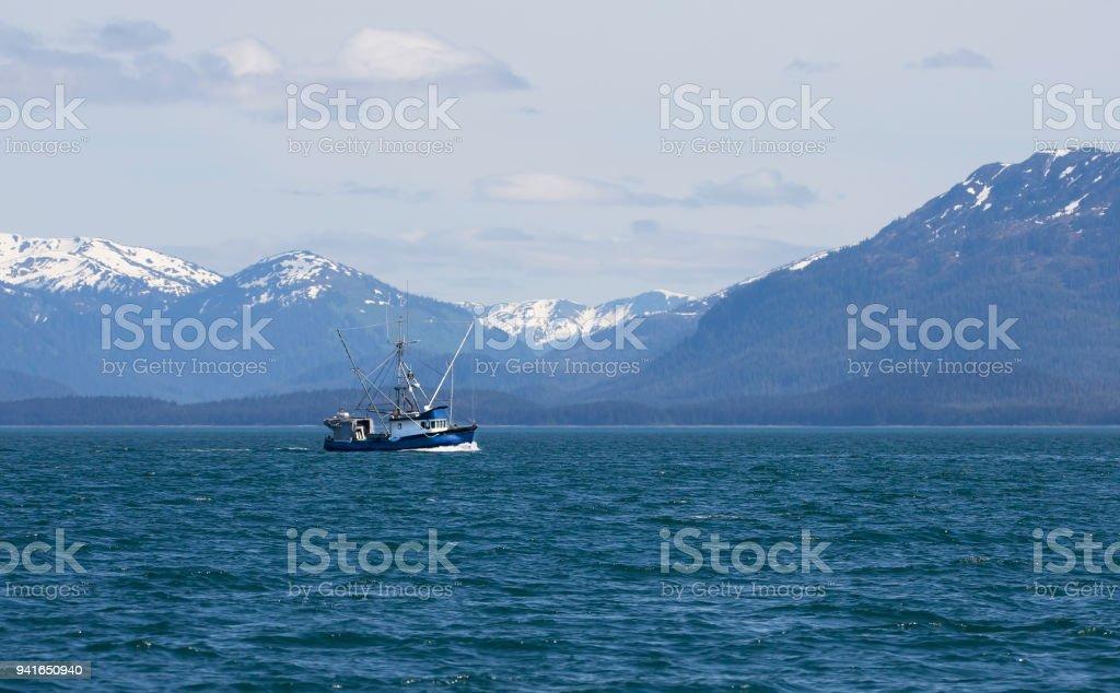 Barco de pesca comercial do sudeste do Alasca - foto de acervo