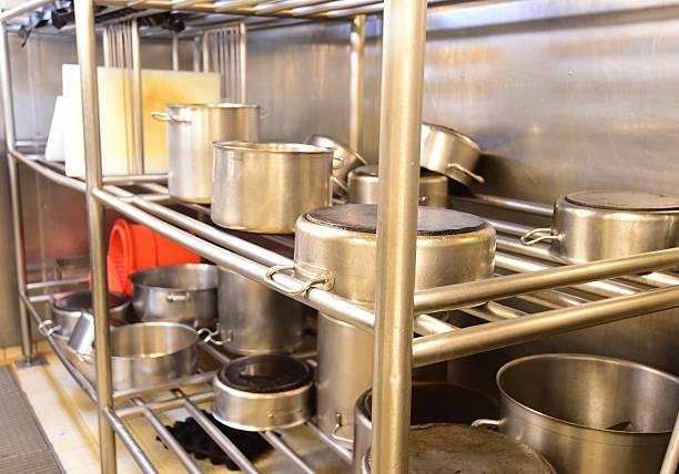 gewerbliche küche - küchenorganisation stock-fotos und bilder