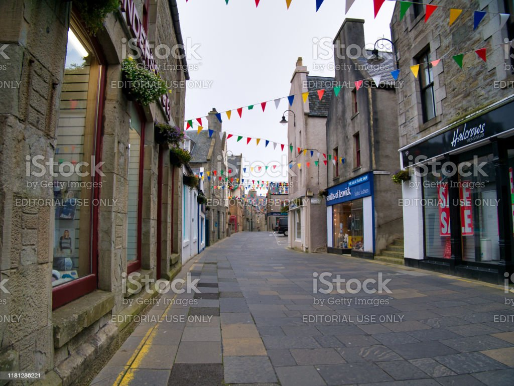 Centrum Av Lerwick Huvudstad I Shetland Skottland Storbritannien Pa En Lugn Sondagseftermiddag Foton Och Fler Bilder Pa 1600 Talet Istock