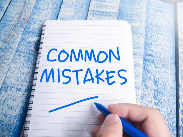 häufige fehler, motivierende worte zitate konzept - geführtes lesen stock-fotos und bilder