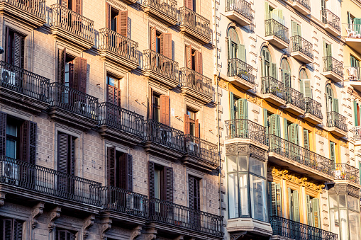 common old grungy facade found in barcelona