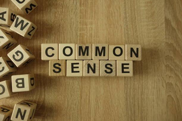 common sense text from wooden blocks - percezione sensoriale foto e immagini stock