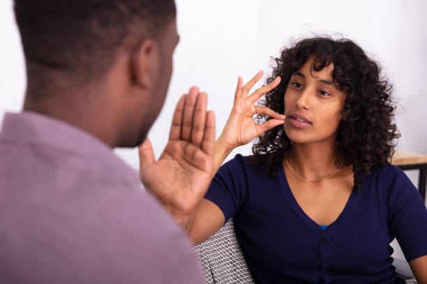手話とのコミュニケーション - disabilitycollection ストックフォトと画像