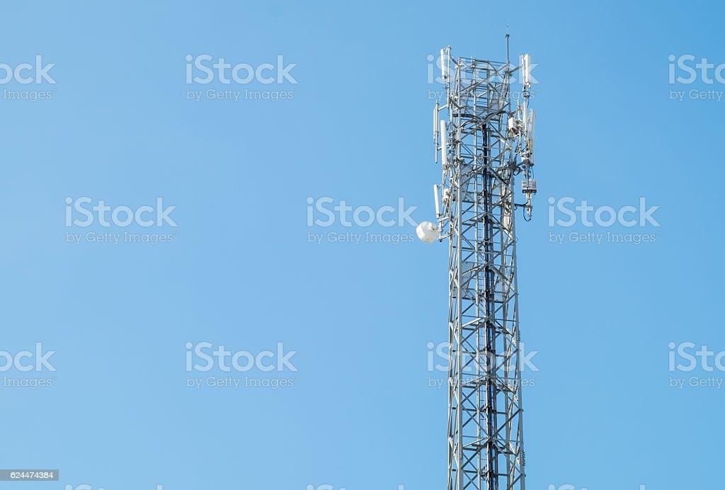 Foto de Communication Antenna Tower With A Bright Blue Sky e mais