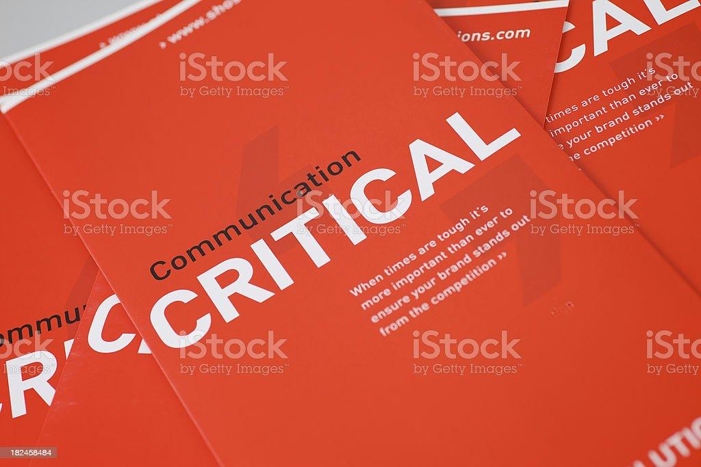 Comunicación crítica folleto. foto de stock libre de derechos