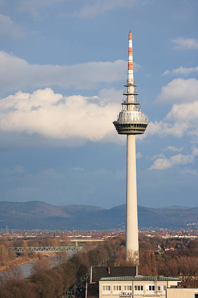 communications tower in Mannheim, Deutschland – Foto