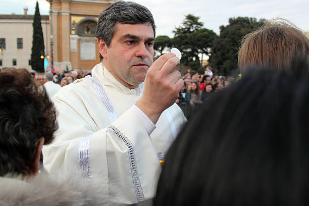 komunia w rozliczeniu papież franciszek, st john, rzym - pope francis zdjęcia i obrazy z banku zdjęć