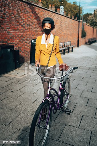 commuter in uk with face mask