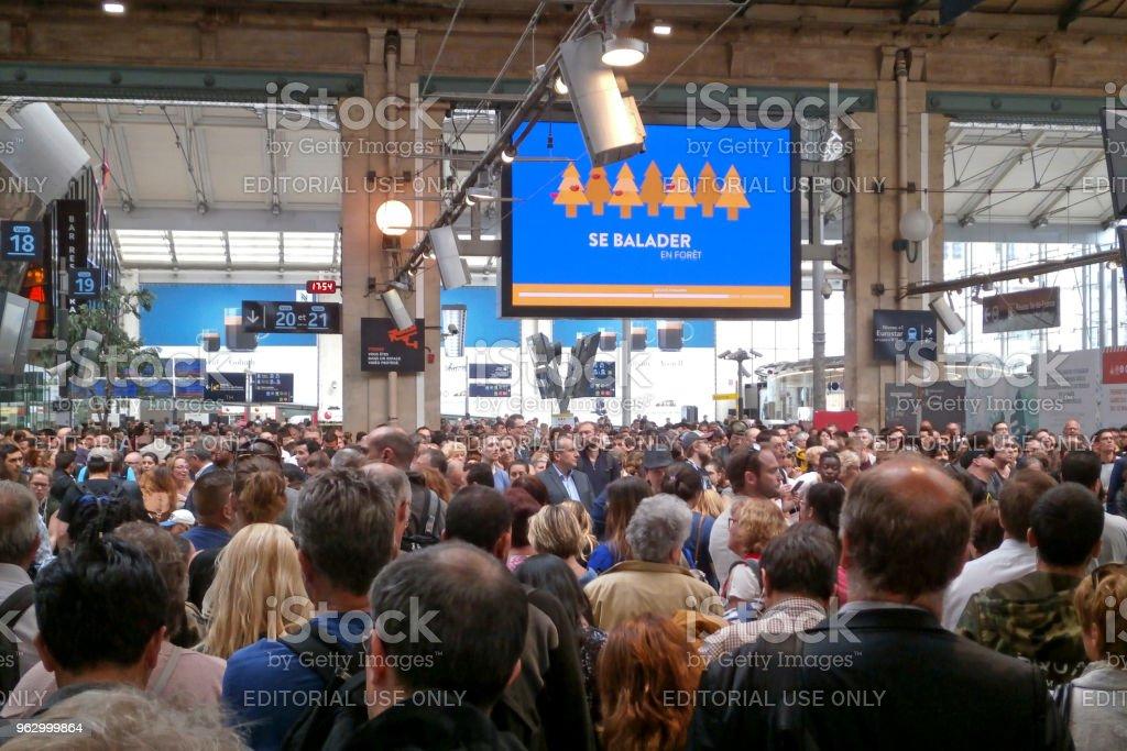 Pendulaires et les voyageurs bloqués en Gare du Nord - Photo