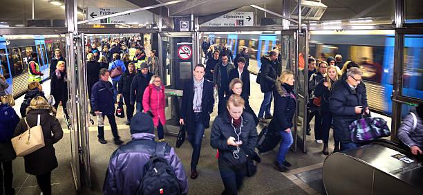 commuters in subway, platform and train - tunnel trafik sverige bildbanksfoton och bilder