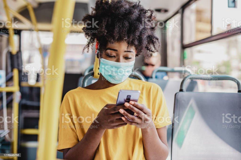 Woon-werkverkeer tijdens een pandemie - Royalty-free Afrikaanse etniciteit Stockfoto