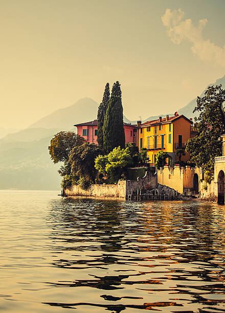 como lake in italy - como italië stockfoto's en -beelden