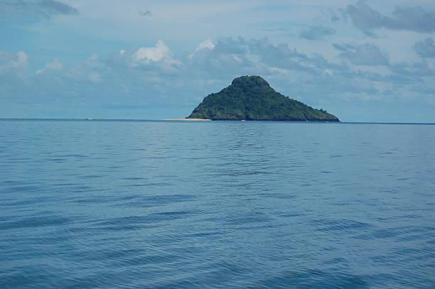 comoros- solitude island - comores photos et images de collection