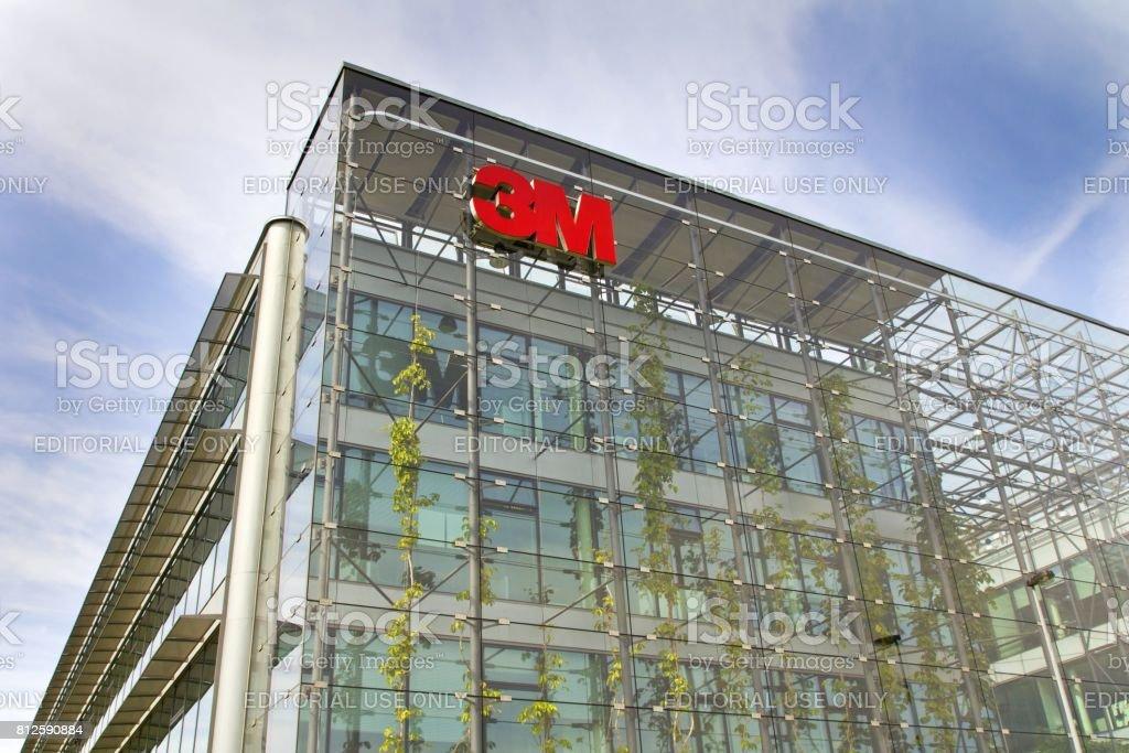 Prag, Tschechische Republik - Mai 2017: 3M Firmenlogo auf zentrale Gebäude 22. – Foto