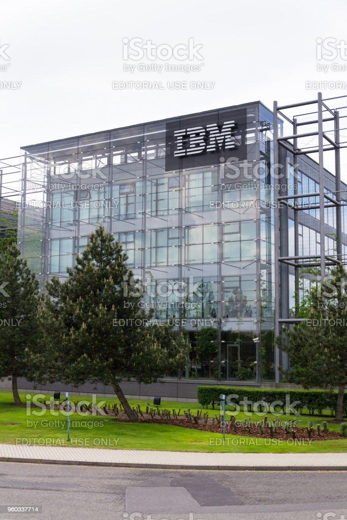 IBM-Firmenlogo auf zentrale Gebäude – Foto