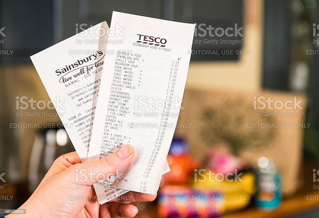 fotografía de comparar tesco y sainsburys recibos de compra y más