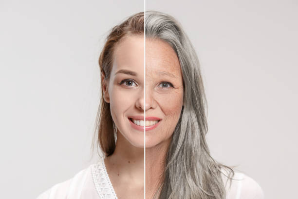 der vergleich. porträt der schönen frau mit problem und saubere haut, alterung und jugend konzept, schönheitsbehandlung - alterungsprozess stock-fotos und bilder