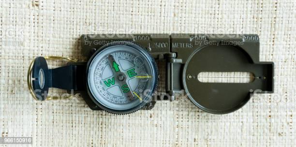 Kompass Navigering Guide På Golvet-foton och fler bilder på Antik