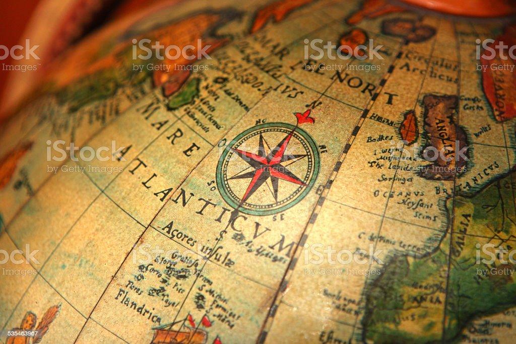 Kompass Auf Einer Alten Landkarte Welt Navigation Stock Fotografie