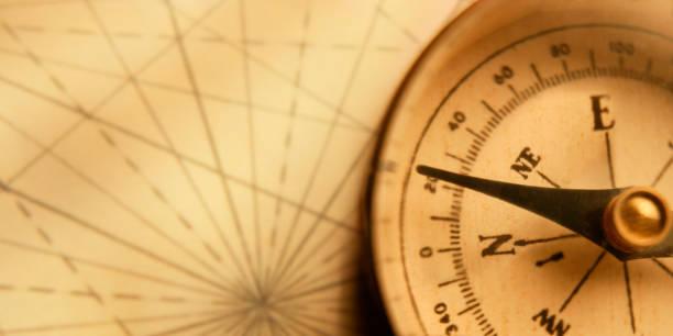 Kompass auf einer alten Karte – Foto
