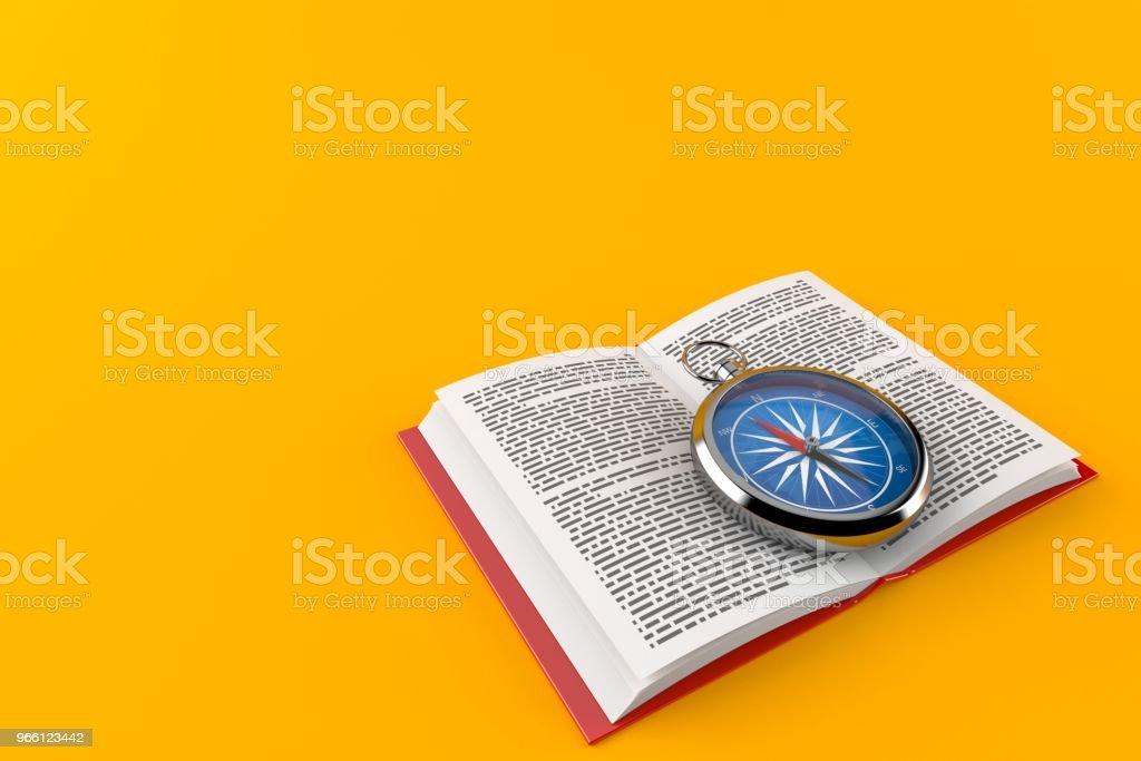 Kompas op open boek - Royalty-free Apparatuur Stockfoto