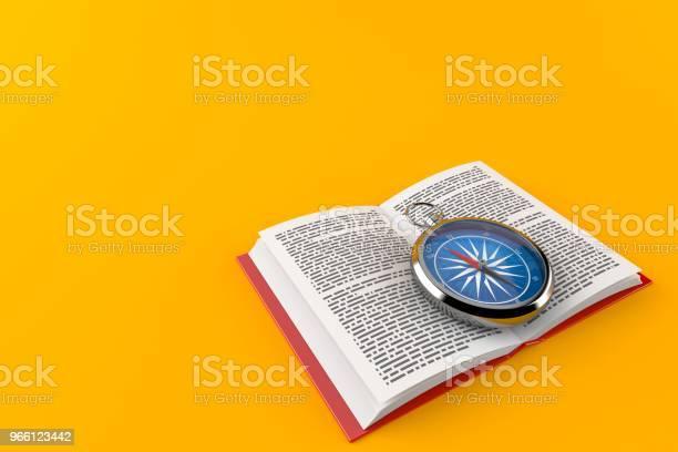Kompass På Öppen Bok-foton och fler bilder på Anvisningar