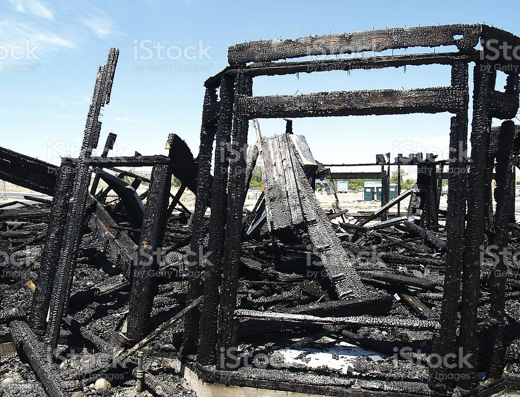 Completar la destrucción de incendios foto de stock libre de derechos